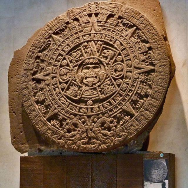 Calendario azteca - serpiente emplumada
