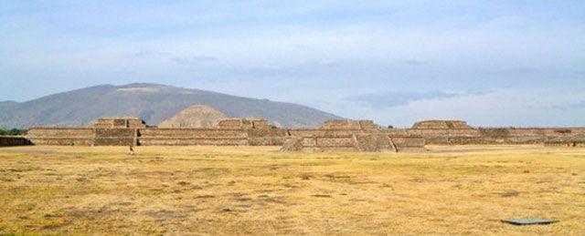 flanco norte de la Ciudadela - templo de la serpiente emplumada